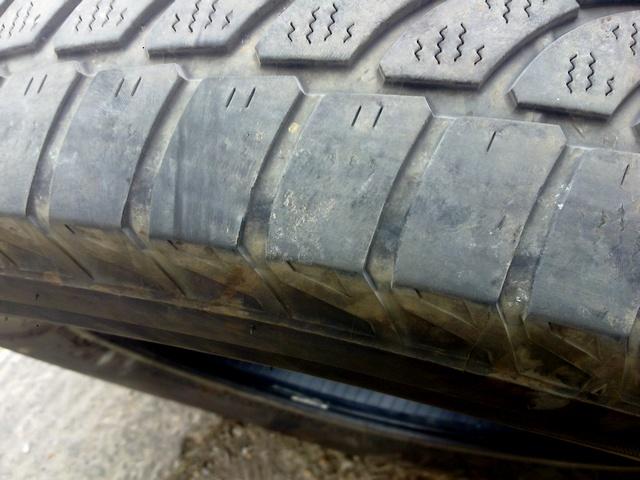 Zničené pneumatiky kvôli zle nastavenej geometrii od výroby